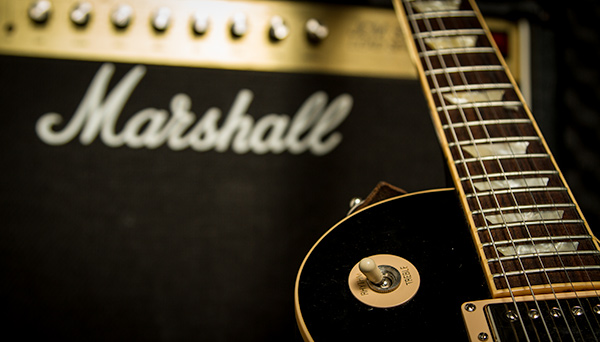 Gibson Les Paul Gitarre und Marshall Amp